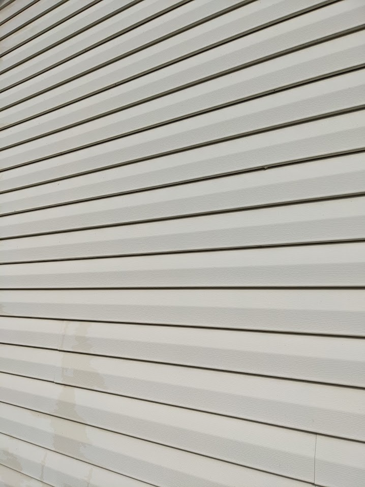 Vinyl Siding free from mold and algae