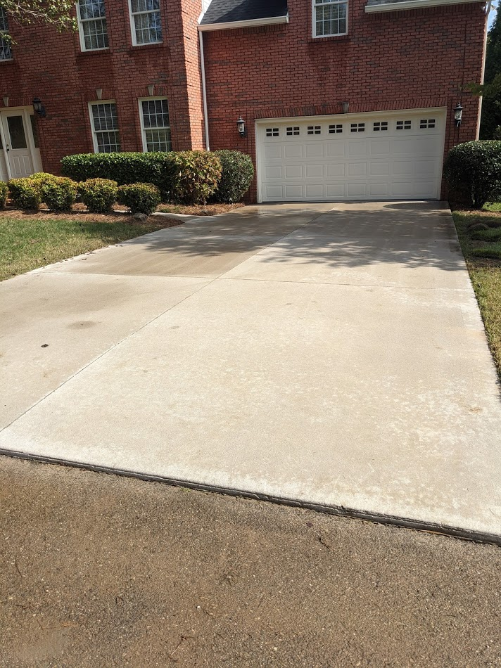 Driveway pressure washing to remove algae and dirt